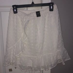 Abercrombie & Fitch white lace mini skirt